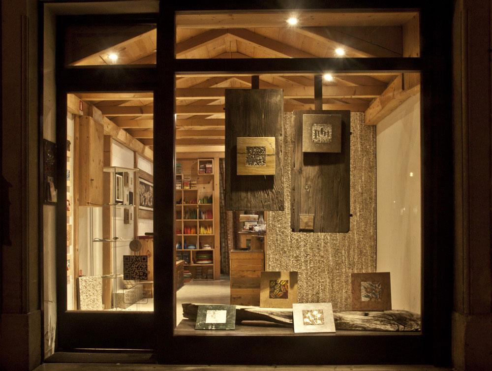 la bottega di Mosaico Carraro Chabarik nel centro storico di Udine