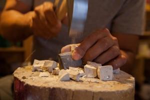 martellina e tagliolo per mosaico, foto Anna Fuga