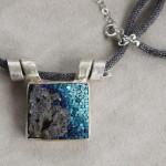 """Gioielli in mosaico: dalla collezione Gioielli CC, pendente """"Pantelleria"""" #1"""