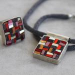 """Gioielli in mosaico: dalla collezione Gioielli CC, """"Tessuto antico"""" pendente #13 e anello #11"""