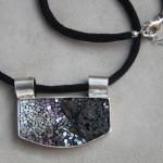 """Gioielli in mosaico: dalla collezione Gioielli CC, pendente """"Pantelleria"""""""