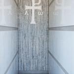"""""""Croce di Aquileia"""", 2014. Monumento funebre a Reana del Rojale (Ud). Foto di Giovanni Chiarot/Zeroidee"""