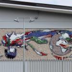 """""""Fiamma tricolore"""", 2009. Collaborazione al progetto della Scuola Mosaicisti del Friuli per la caserma dei carabinieri di Spilimbergo, su bozzetto di Daniela Cantarutti. 1000 x 250 cm"""