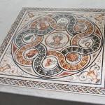"""""""Pavimento in stile romano"""", 2015. Inserto pavimentale realizzato in collaborazione con Scuola Mosaicisti del Friuli, Trieste. 200 x 200 cm,"""