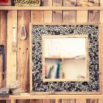 """Specchio della collezione """"Ri-guardati"""", 2012. Legni di riciclo e specchio fumè. 50 x 50 cm. Foto Giovanni Chiarot/Zeroidee"""