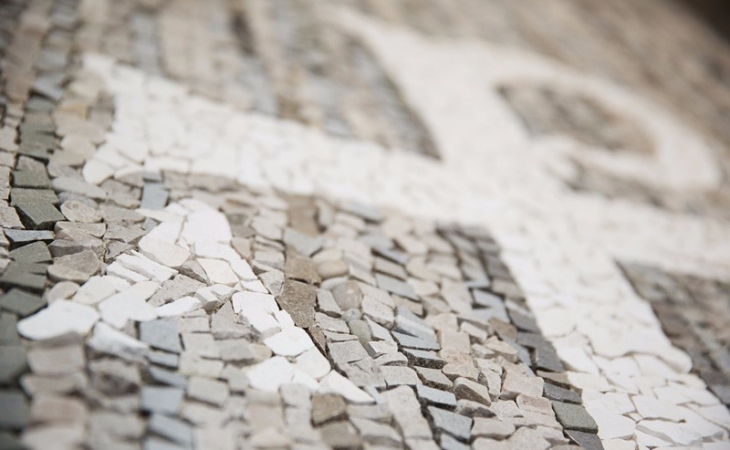 wall coverings with mosaic texture for a family thomb