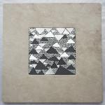 Marmo e Mosaico: Mrmr con base in breccia