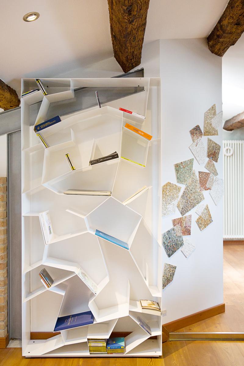libreria autumn design paolo castelli con mosaico contemporaneo arredamento su misura
