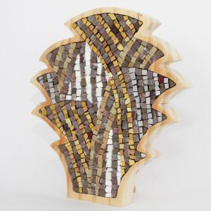 oggetti artigianali in mosaico e legno