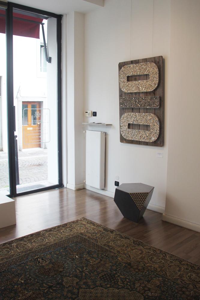 alla galleria mosaico di mostra di opere contemporanee