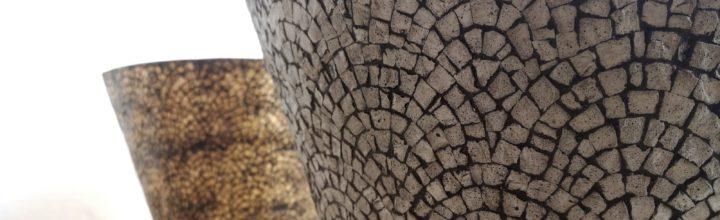Mosaico romano-contemporaneo: nuove sperimentazioni in cemento e non solo