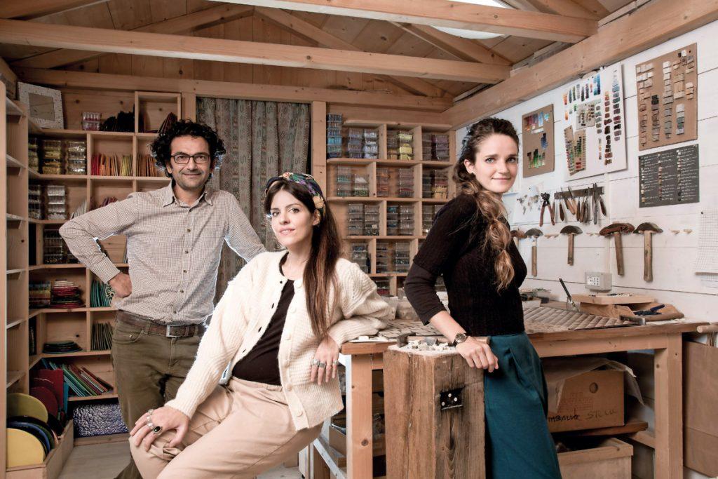 mosaicisti Carraro Chabarik con la designer Elena Salmistraro